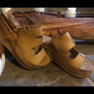Pierre Dumas Nude colored wedges